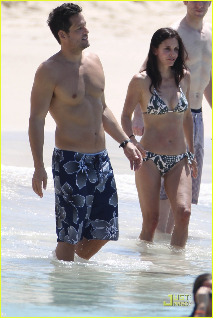 courteney cox josh hopkins st barts couple 03