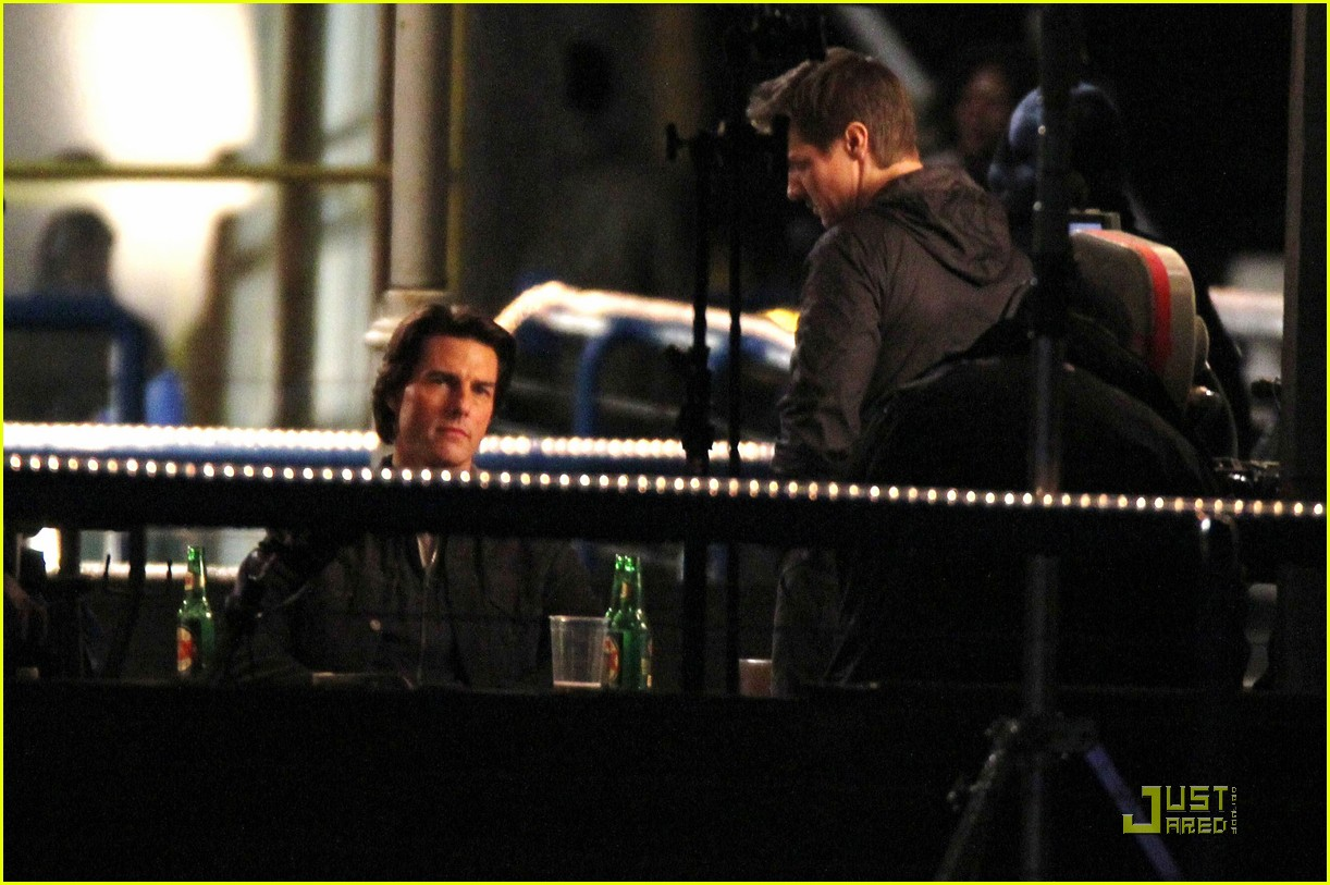 tom cruise jeremy renner follow ghost protocol 02