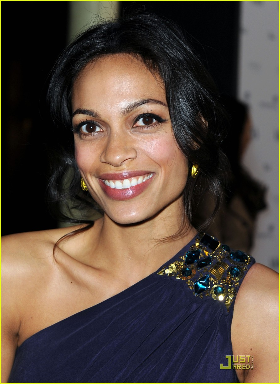 rosario dawson malin akerman walk into a bar 01