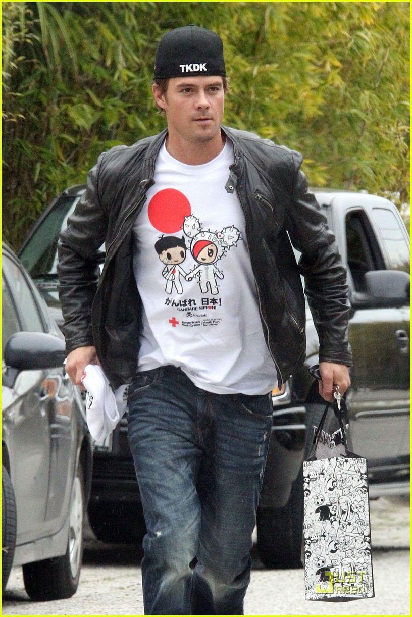 josh duhamel shows support for japan 022529891