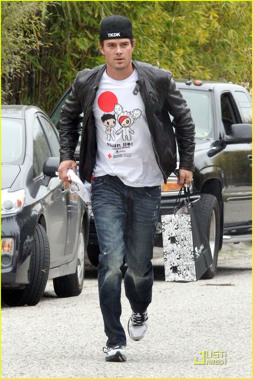 josh duhamel shows support for japan 052529894