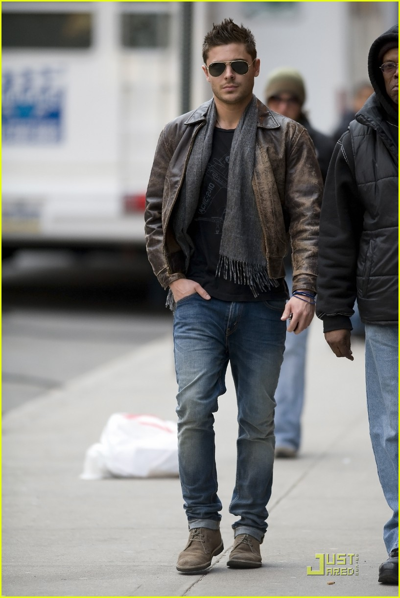 Zac Efron Fan Friendly On New Year S Eve Set Photo