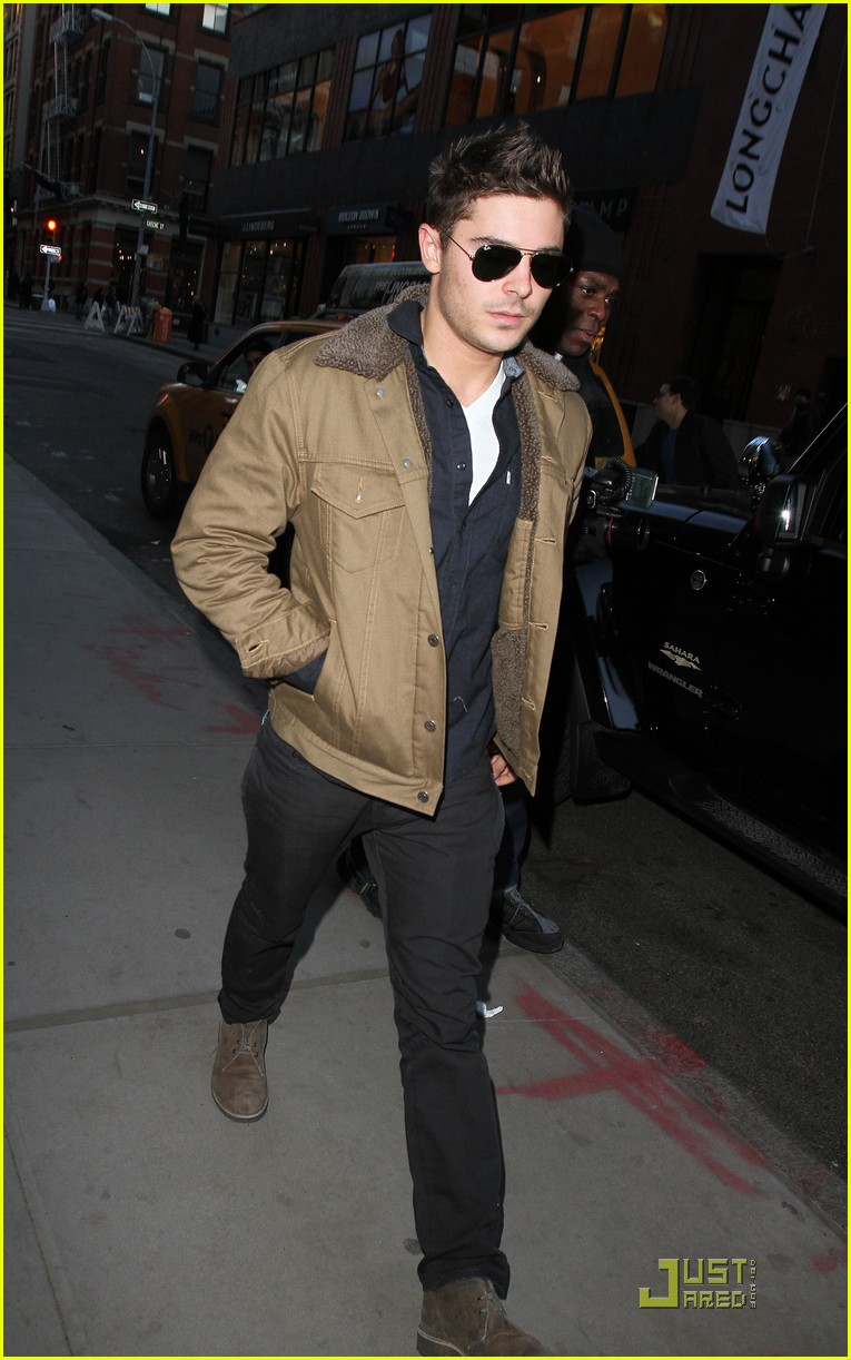 zac efron shopping in new york city 032524864