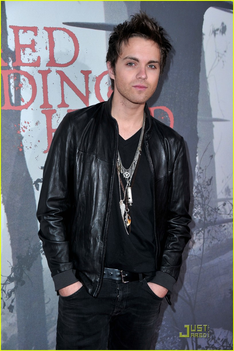 shiloh fernandez red riding hood premiere 11