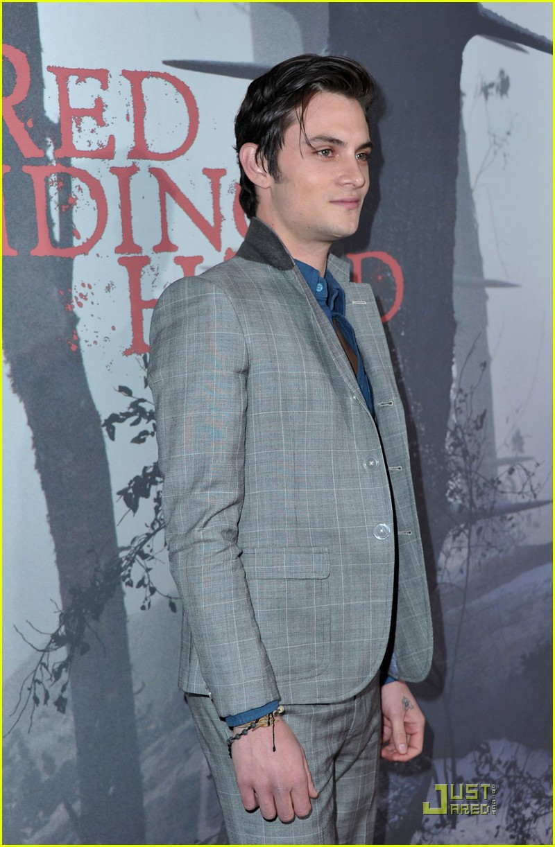 shiloh fernandez red riding hood premiere 14