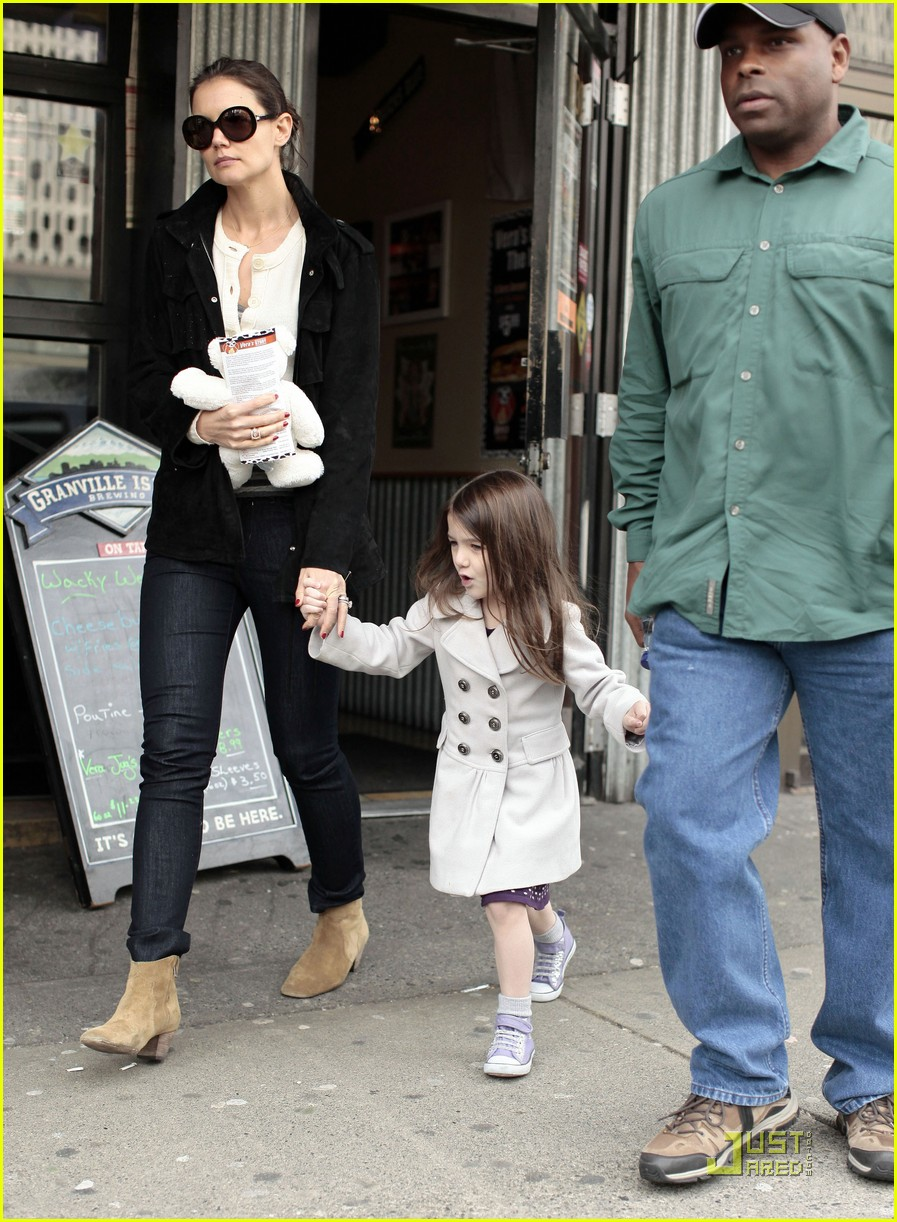 suri cruise katie holmes hamburger helper 052525574