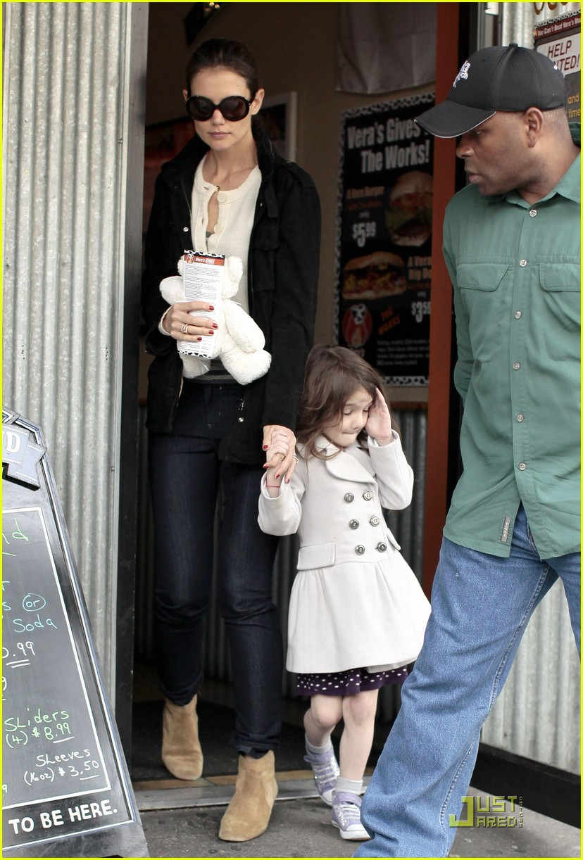 suri cruise katie holmes hamburger helper 07