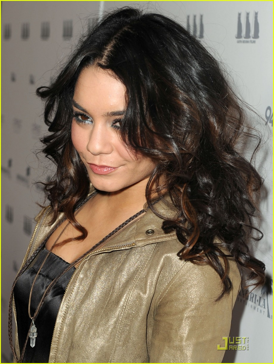 vanessa hudgens girl walks into bar premiere 03