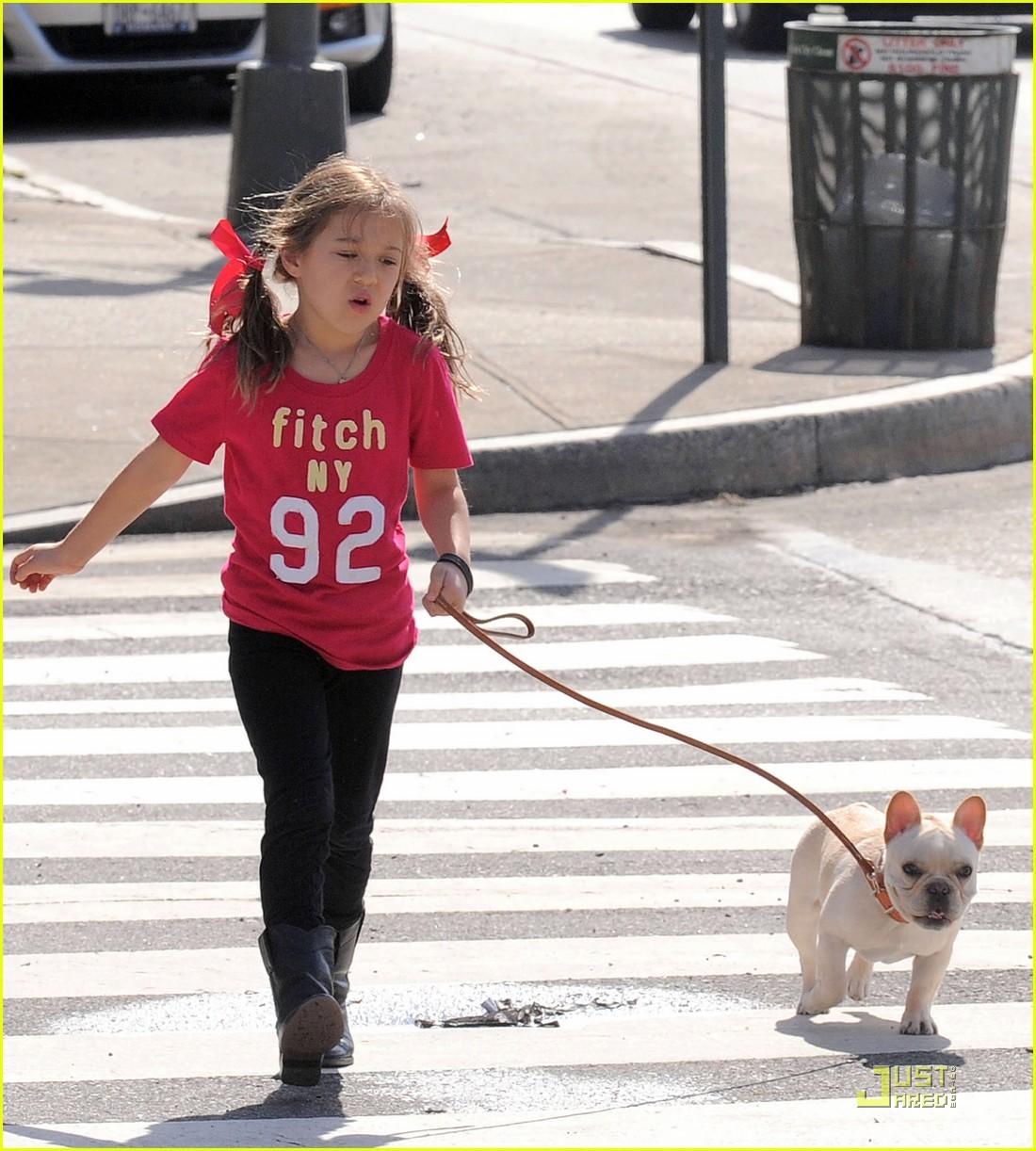 hugh jackman dog walk with ava 092525319