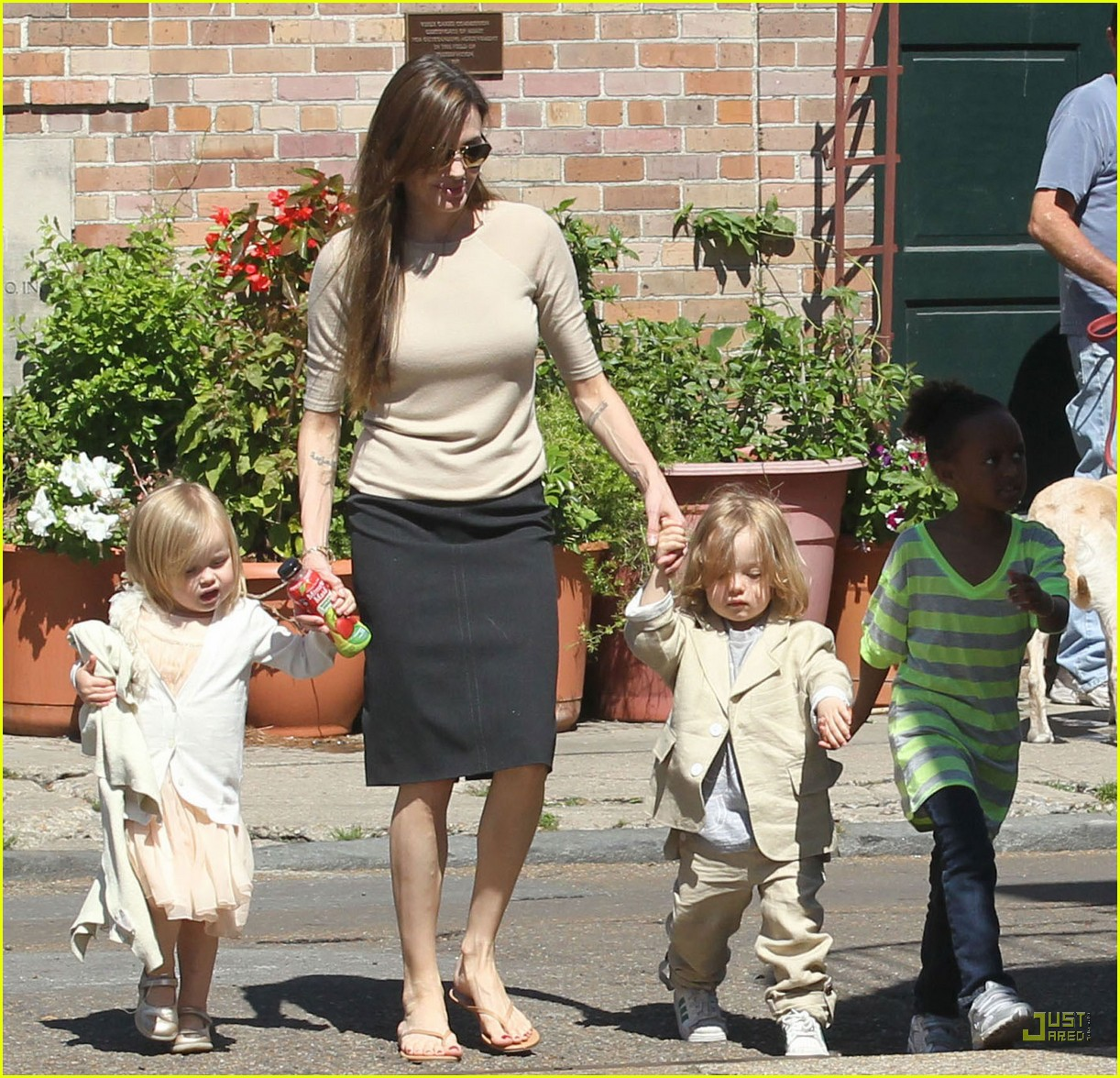 brad pitt angelina jolie kids grocery shopping 012528927