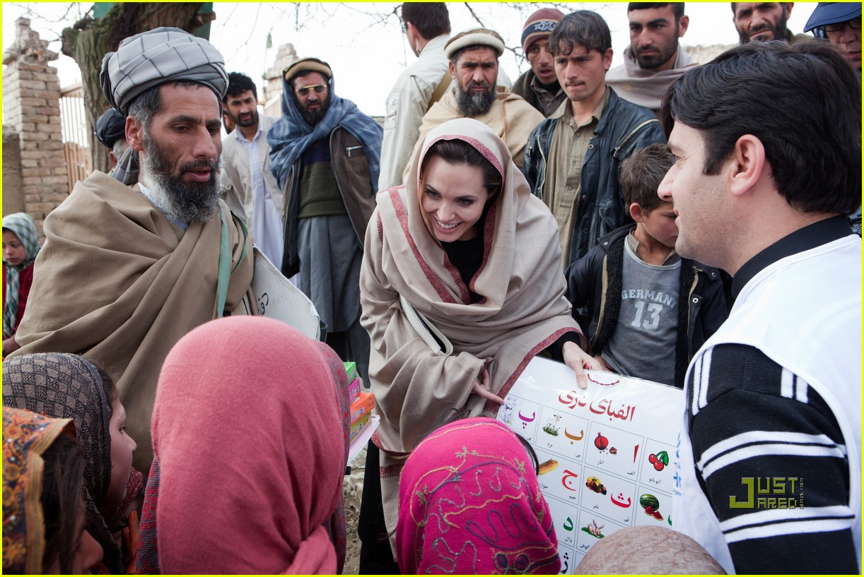 angelina jolie afghanistan displaced residents 01