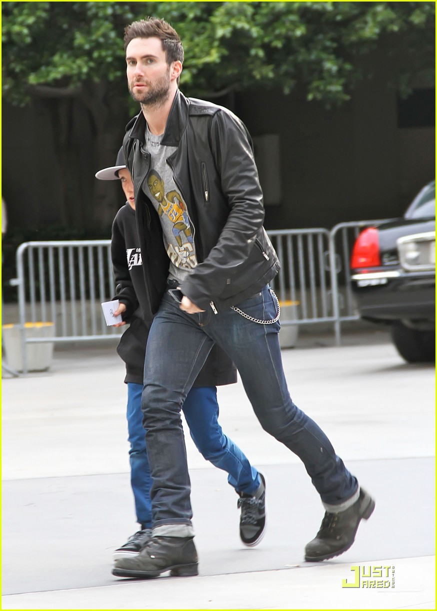 January Jones Amp Adam Levine Let S Go Lakers Photo