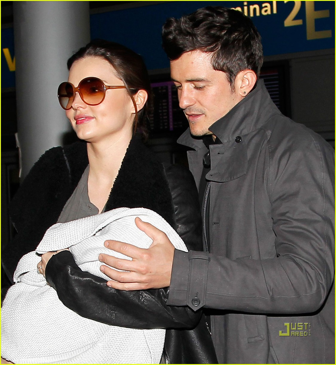miranda kerr orlando bloom flynn paris airport 022524485