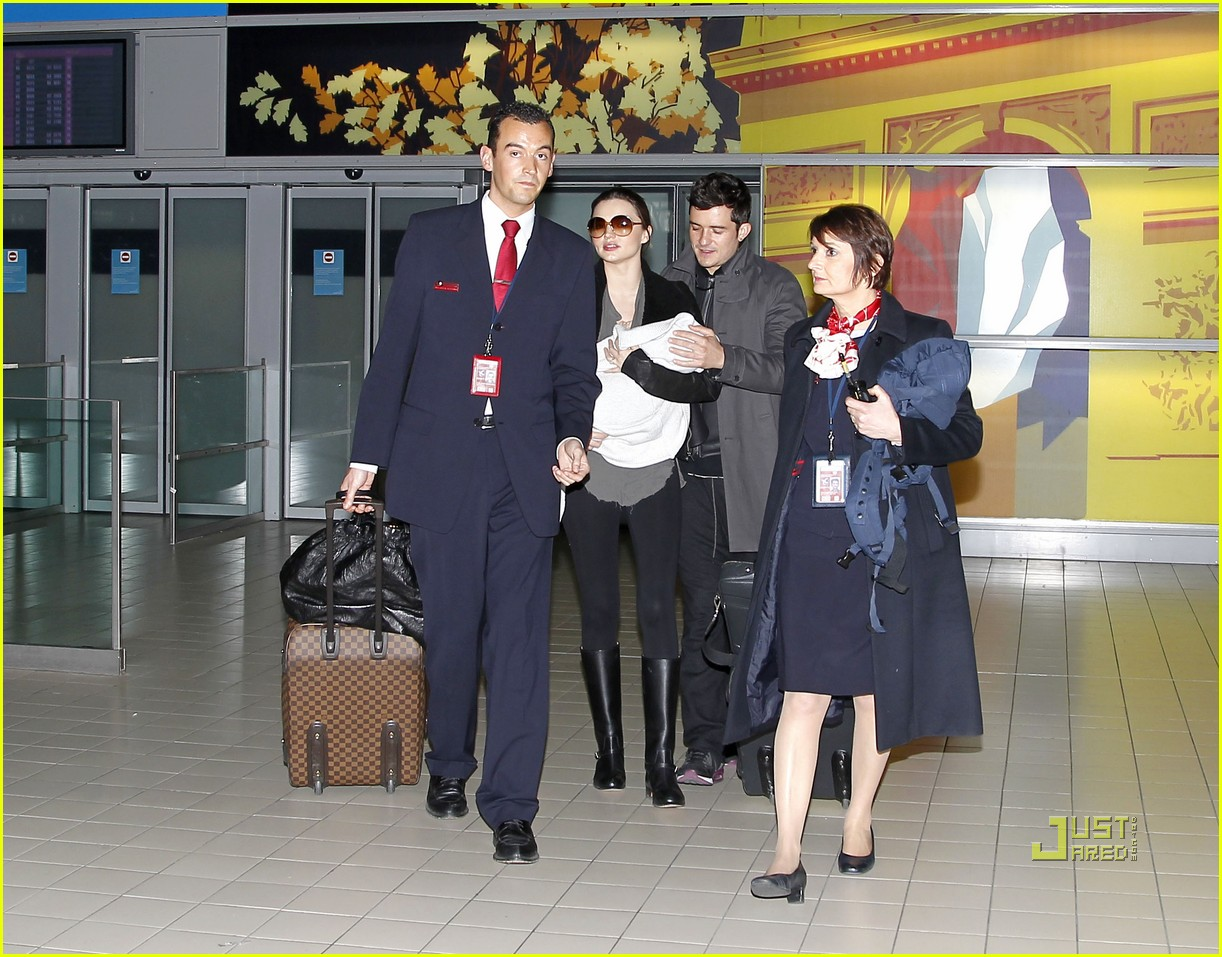 miranda kerr orlando bloom flynn paris airport 032524486