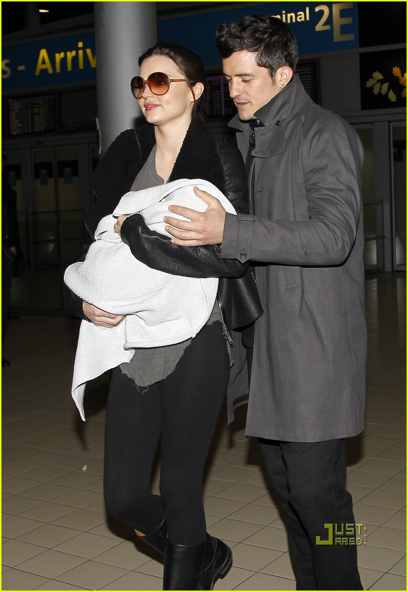 miranda kerr orlando bloom flynn paris airport 04