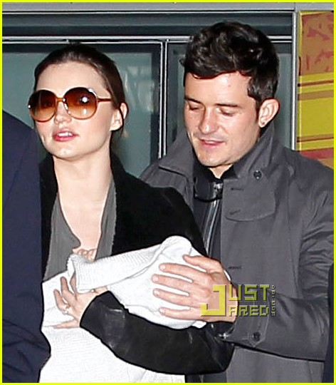 miranda kerr orlando bloom flynn paris airport 05