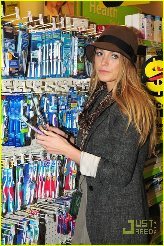blake lively reach toothbrush 04