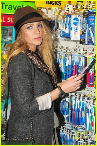 blake lively reach toothbrush 06