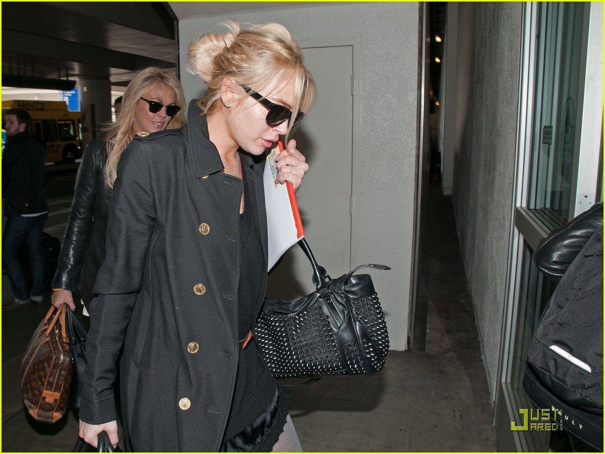 lindsay lohan leaves los angeles 022527493