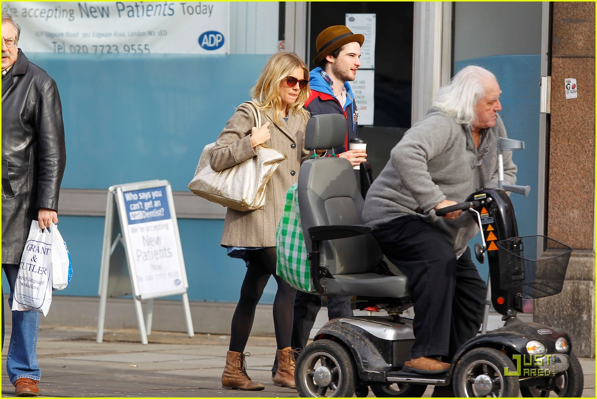 sienna miller time with tom sturridge 042529119