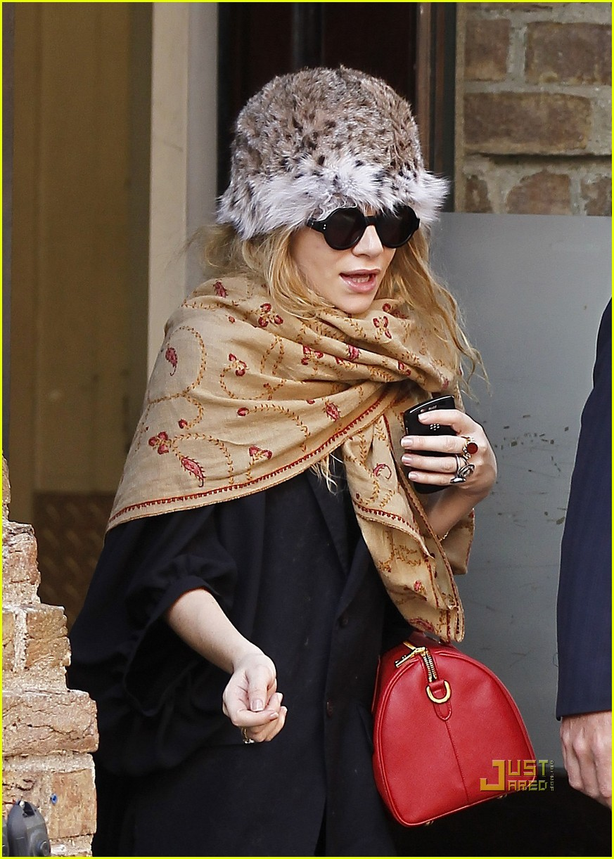 ashley olsen red purse shawl 012527885