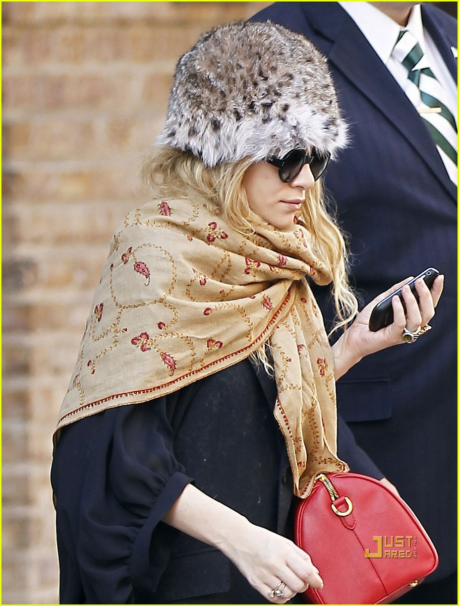 ashley olsen red purse shawl 05