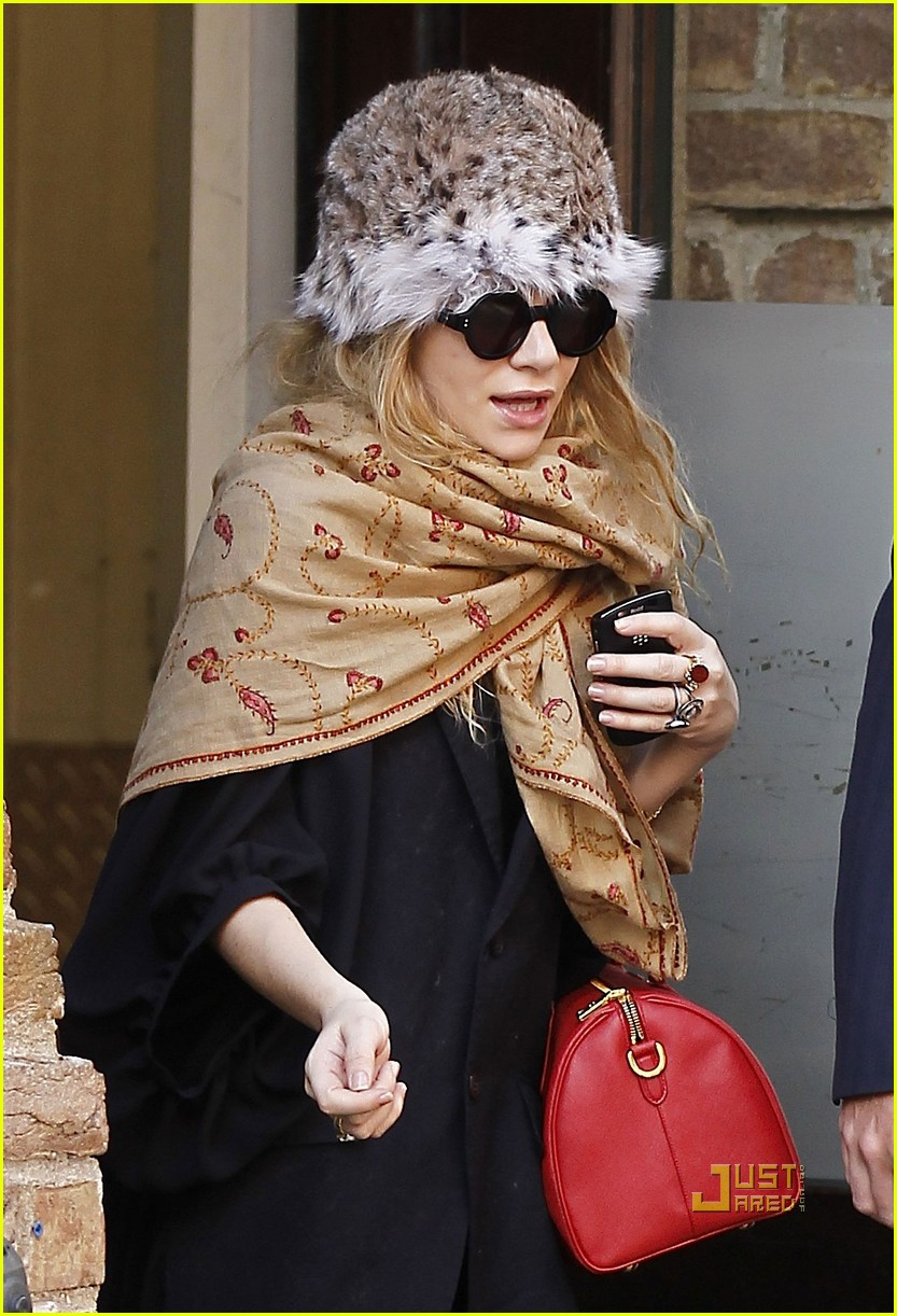 ashley olsen red purse shawl 072527891