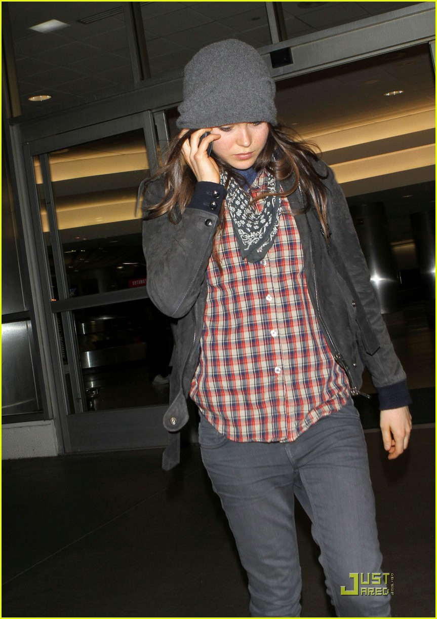ellen page lands in los angeles 012527759