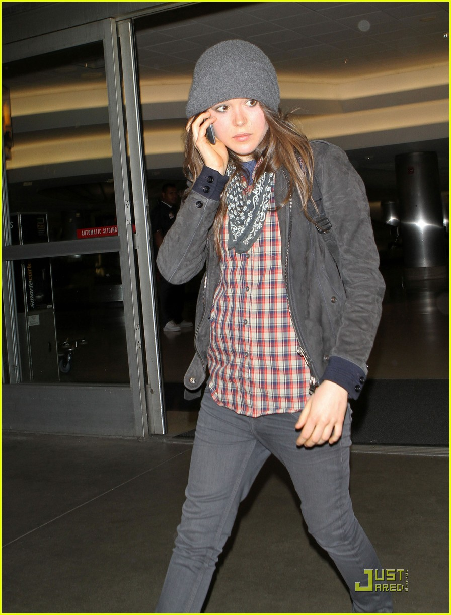 ellen page lands in los angeles 06
