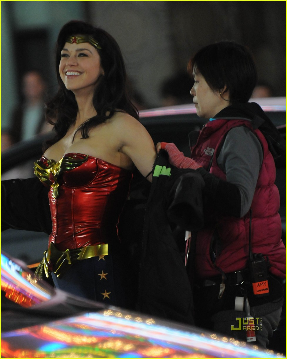 adrianne palicki wonder woman hollywood boulevard 03