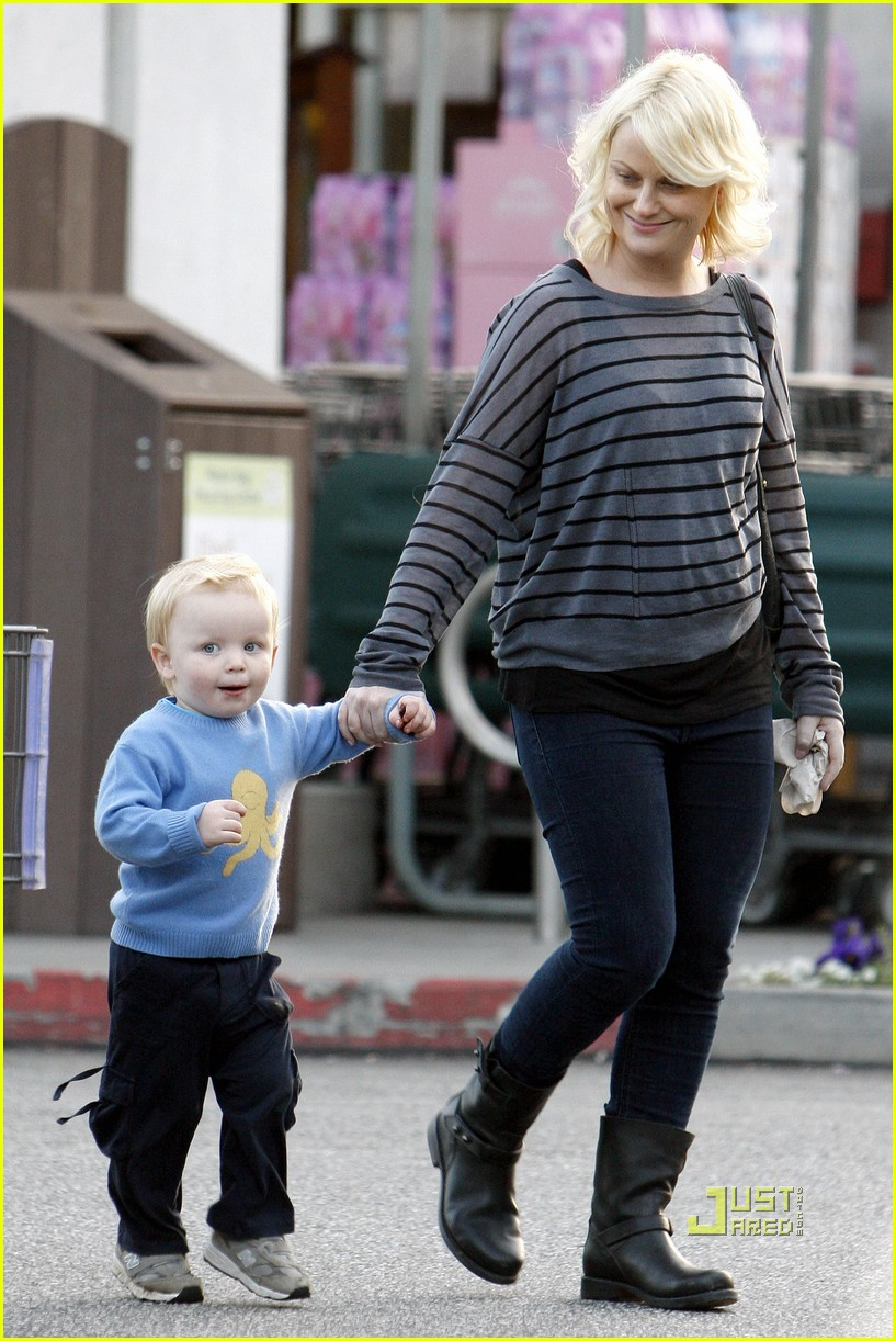 amy poehler archie grocery shopping 022527242