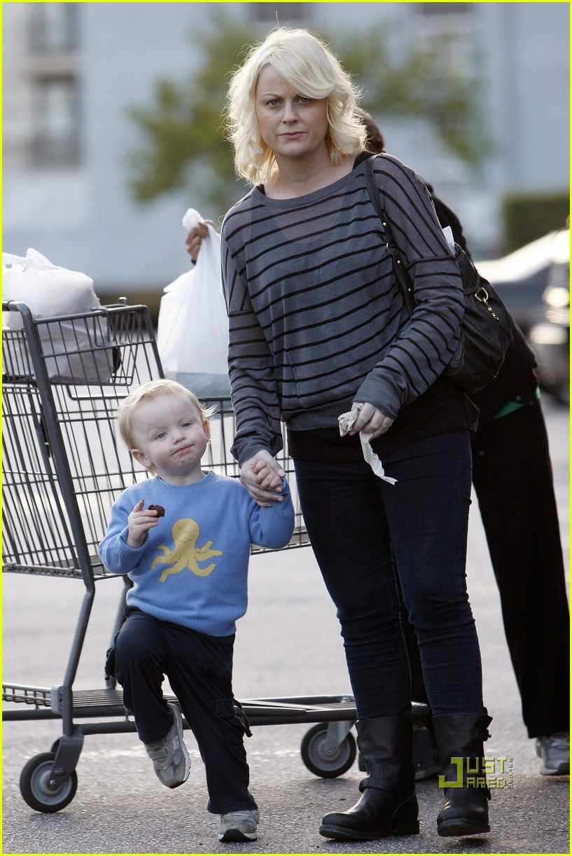 amy poehler archie grocery shopping 032527243