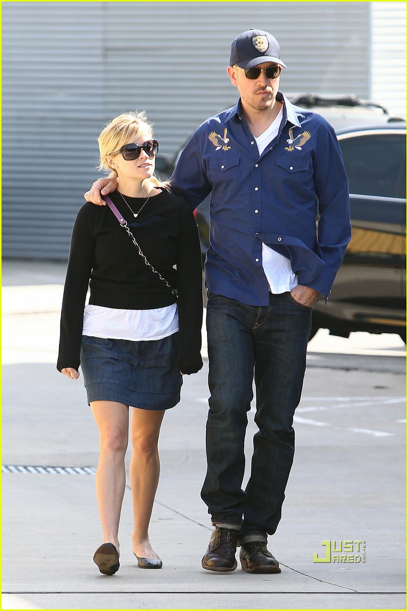 reese witherspoon jim toth church 042527338