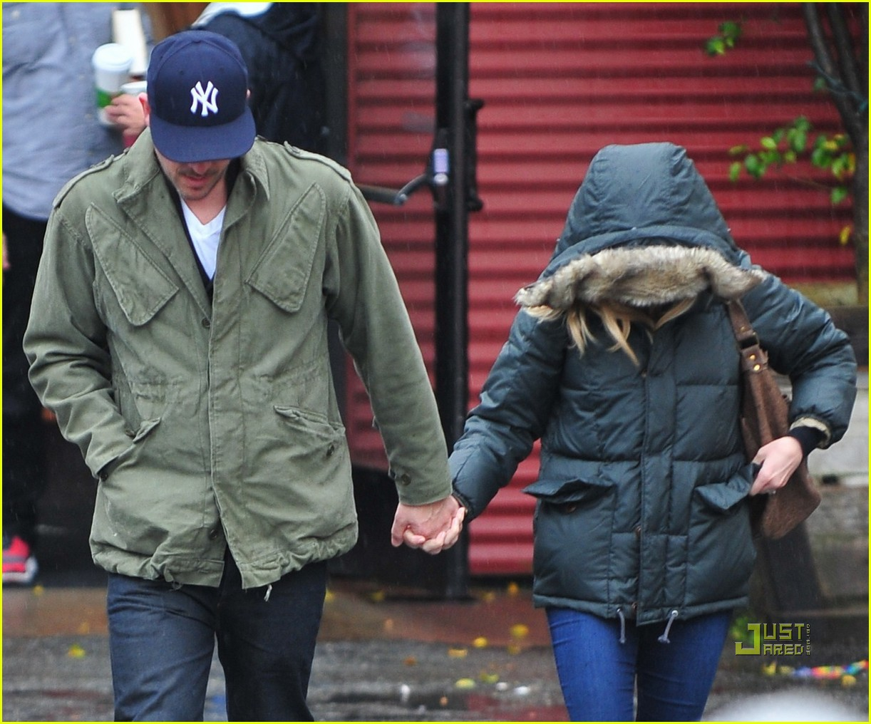 reese witherspoon jim toth church rainy day 012528987