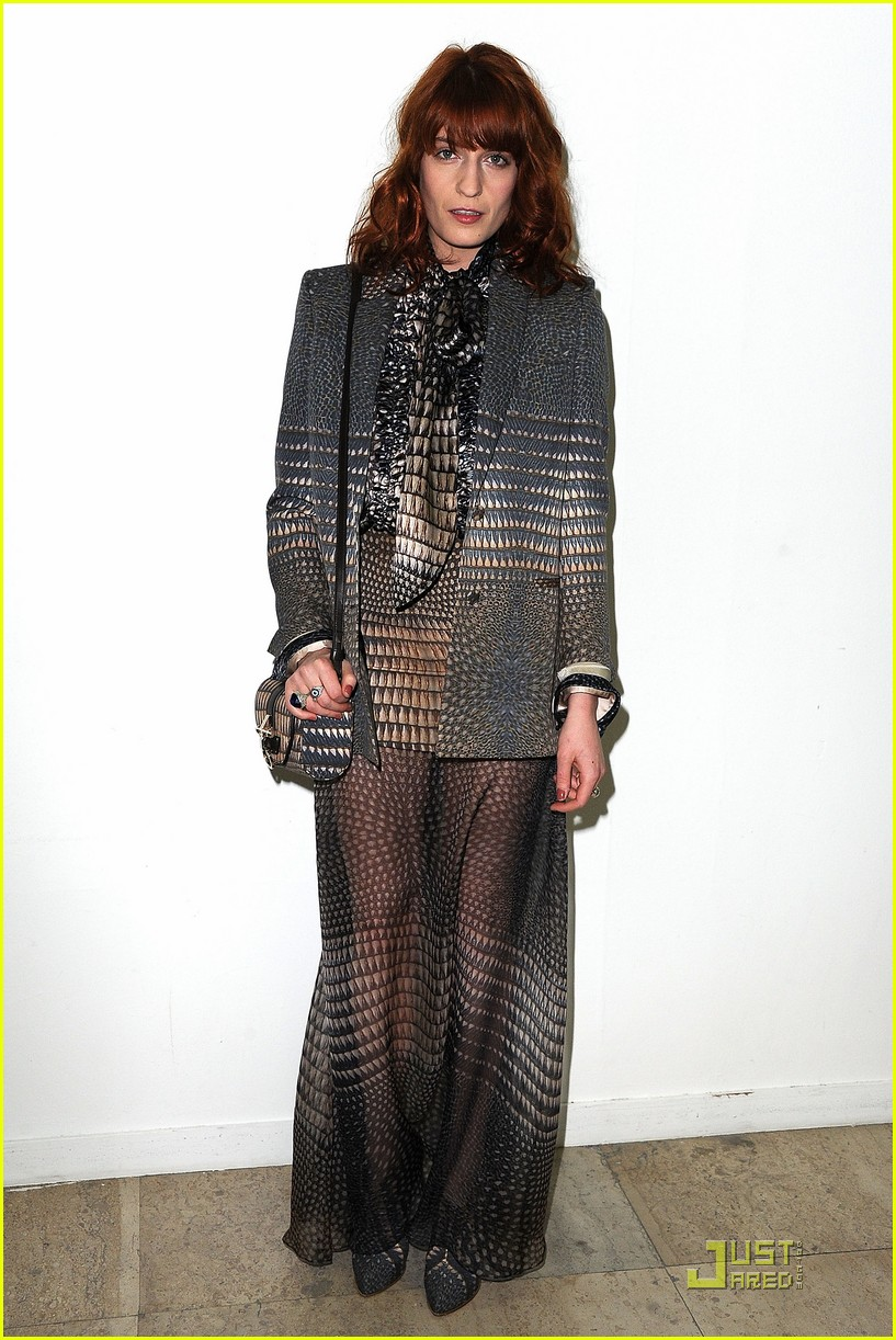 nicole richie liv tyler givenchy gals 04