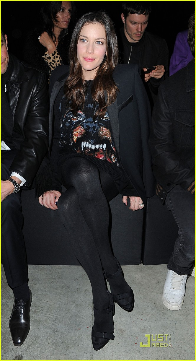 nicole richie liv tyler givenchy gals 082525645