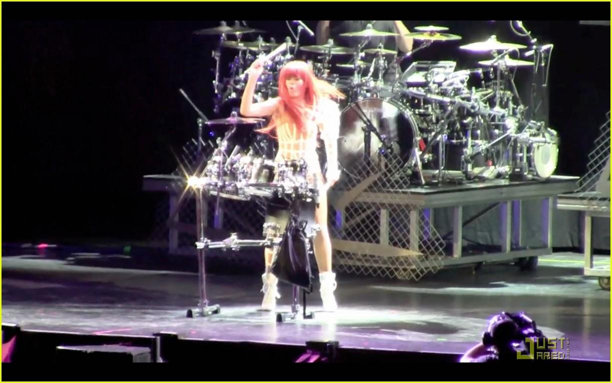 rihanna melbourne concert 012526224