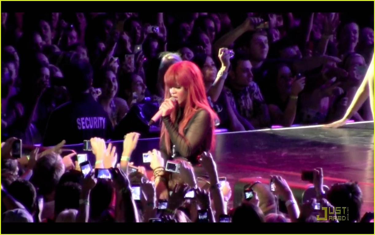 rihanna melbourne concert 042526227