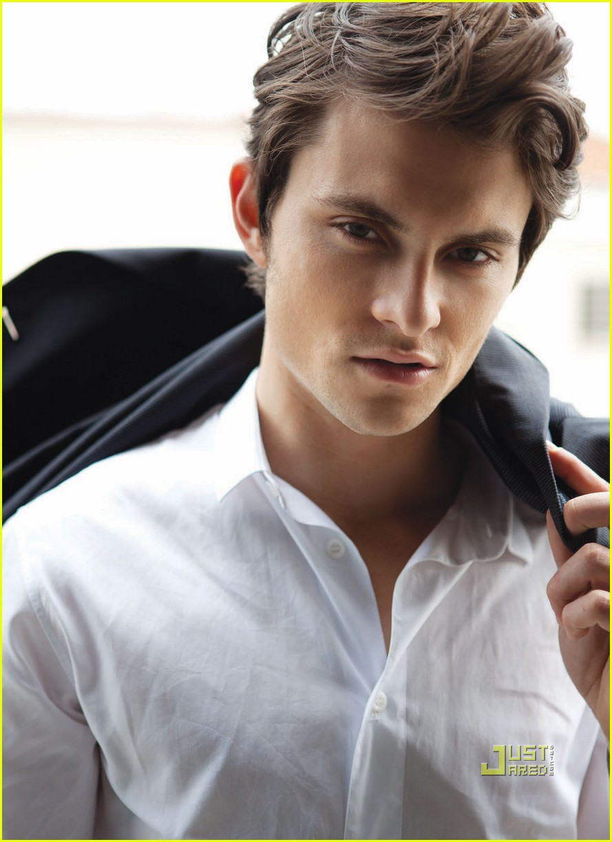 shiloh fernandez da man magazine april 2011 06