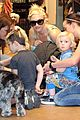 gwen stefani puppy love with kingston and zuma 04