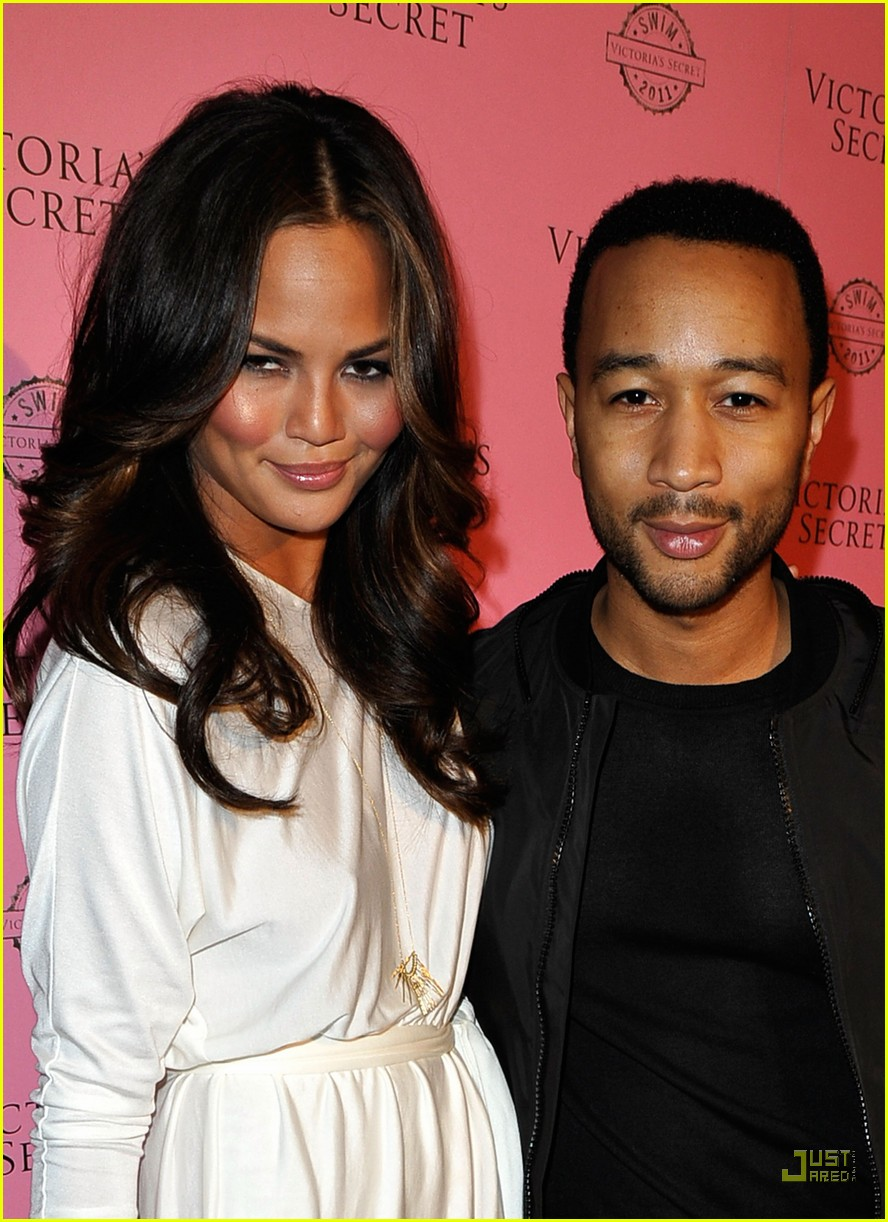 chrissy teigen john legend victoriass secret 032531761