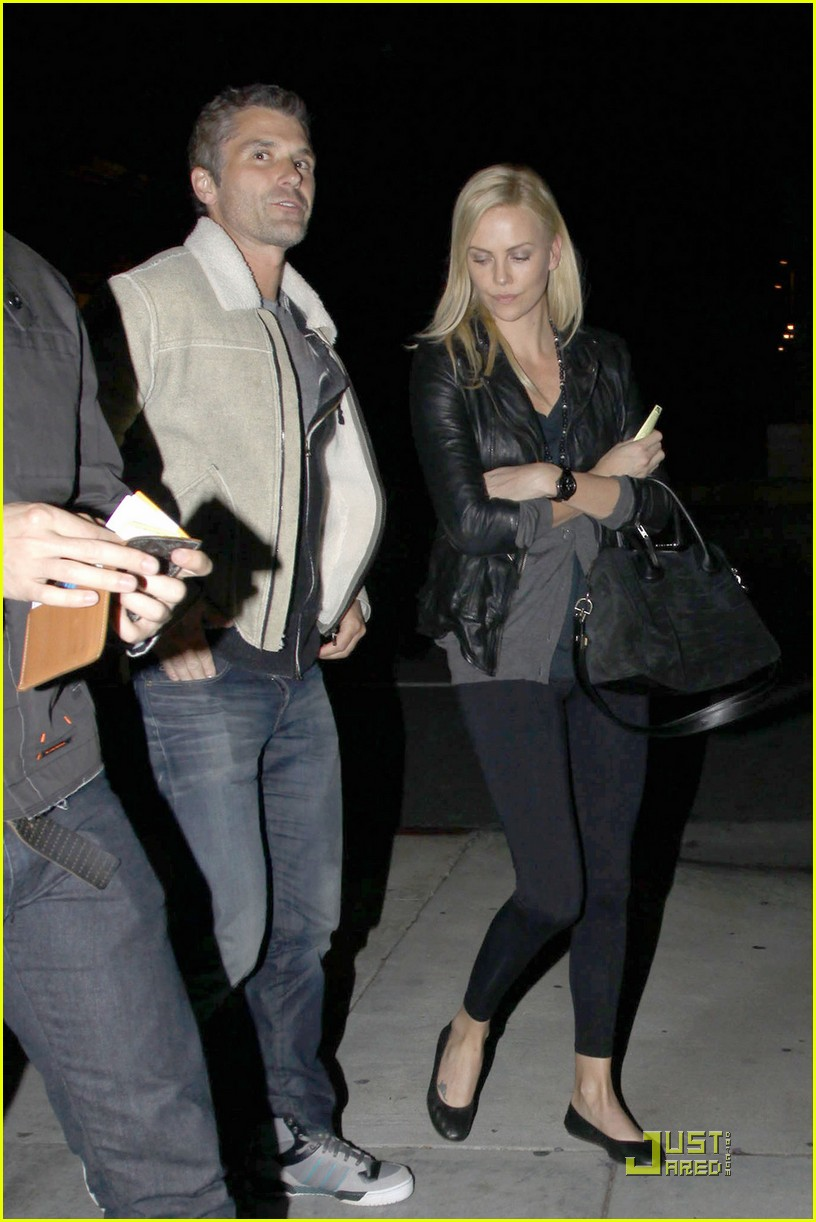 charlize theron dines with a mystery male 02
