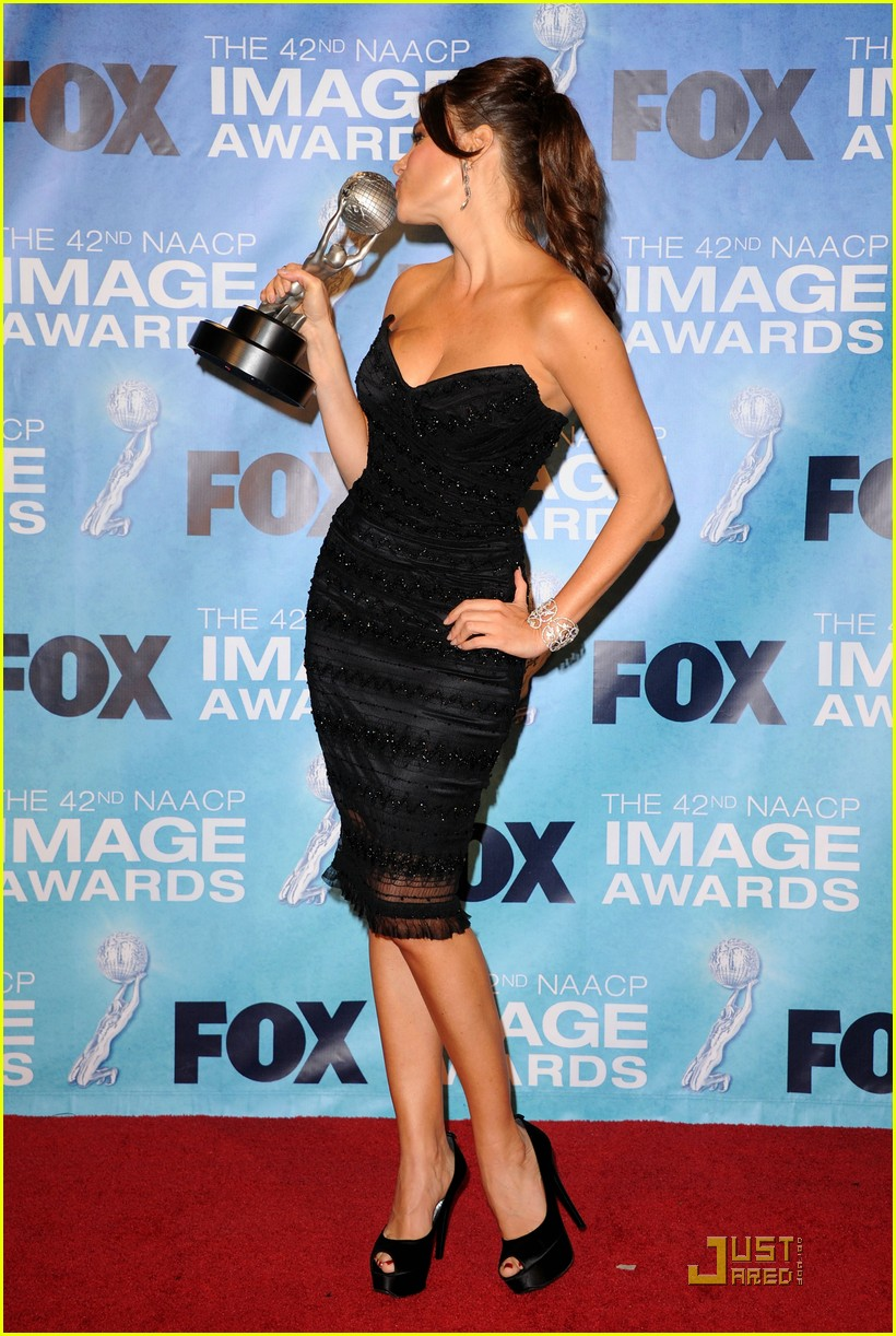 sofia vergara amber riley naacp image awards 09