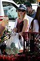 naomi watts brentwood farmers market 02