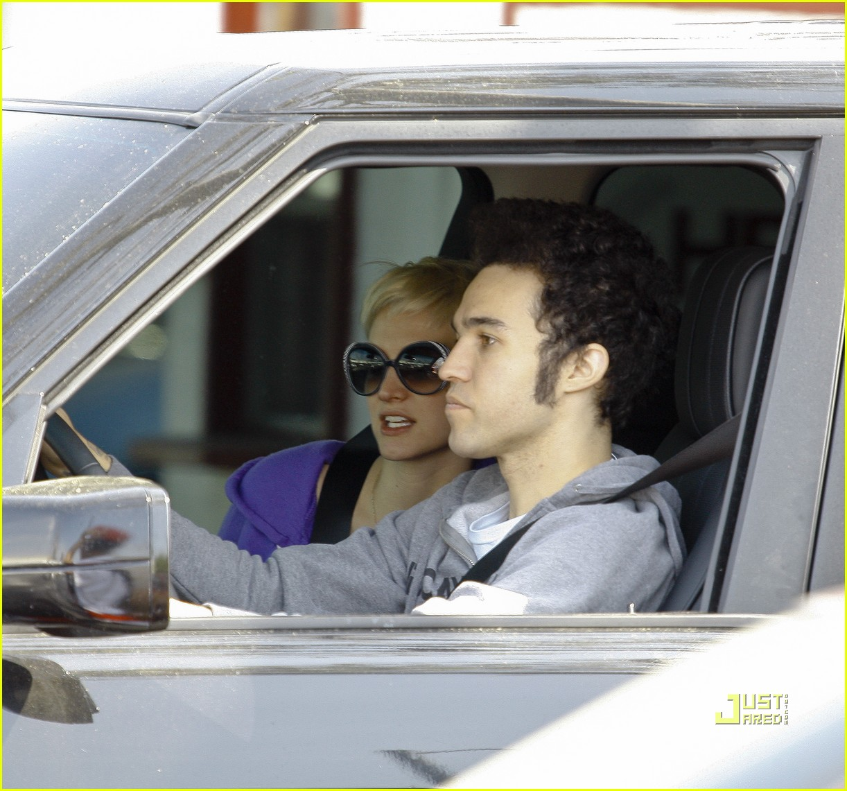 ashlee simpson pete wentz in n out 07