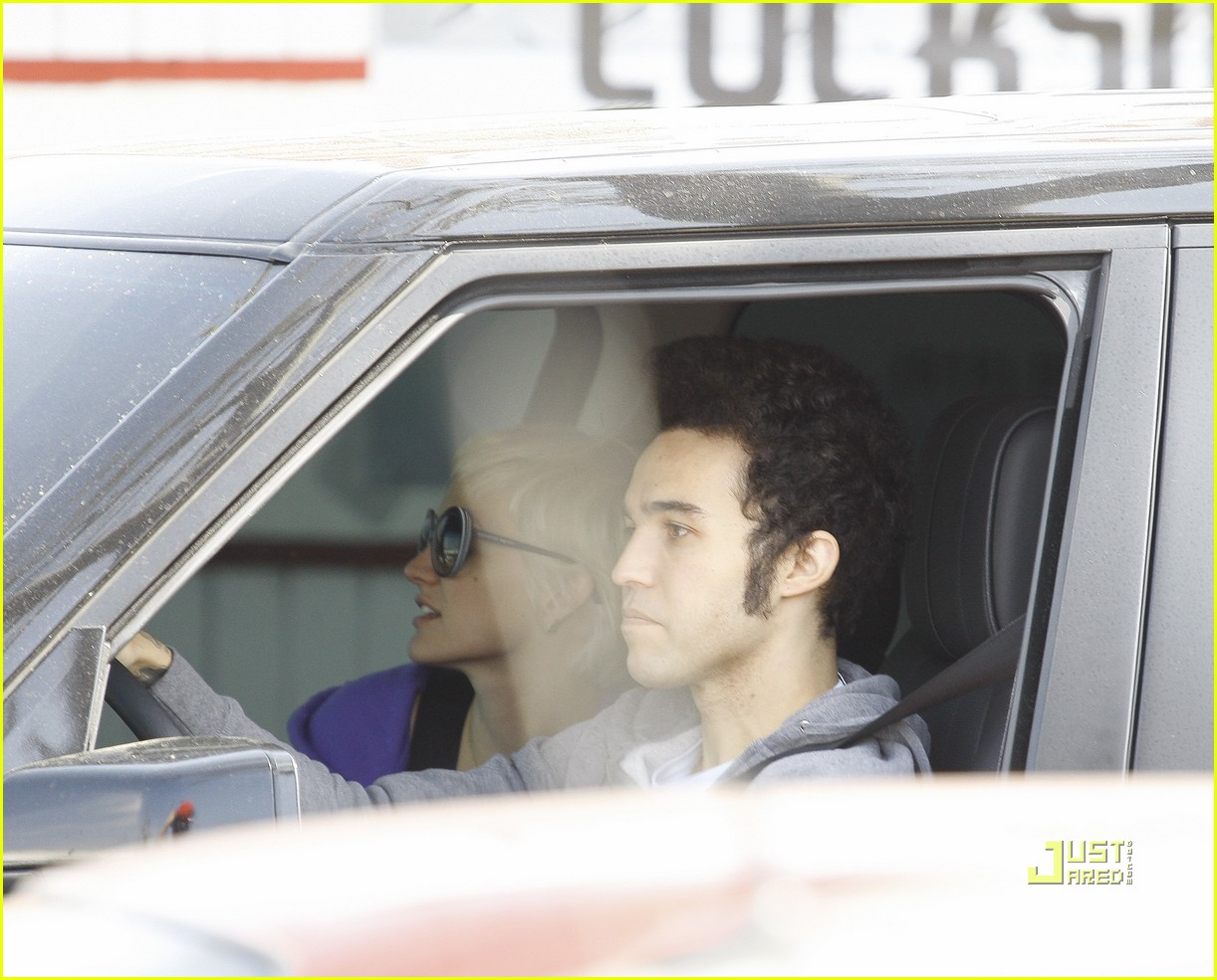 ashlee simpson pete wentz in n out 152527324