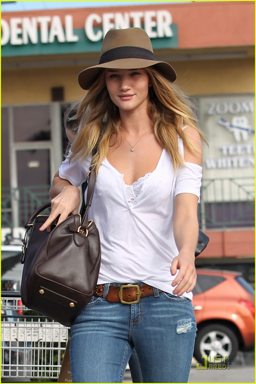 rosie huntington whiteley whole foods 022524356