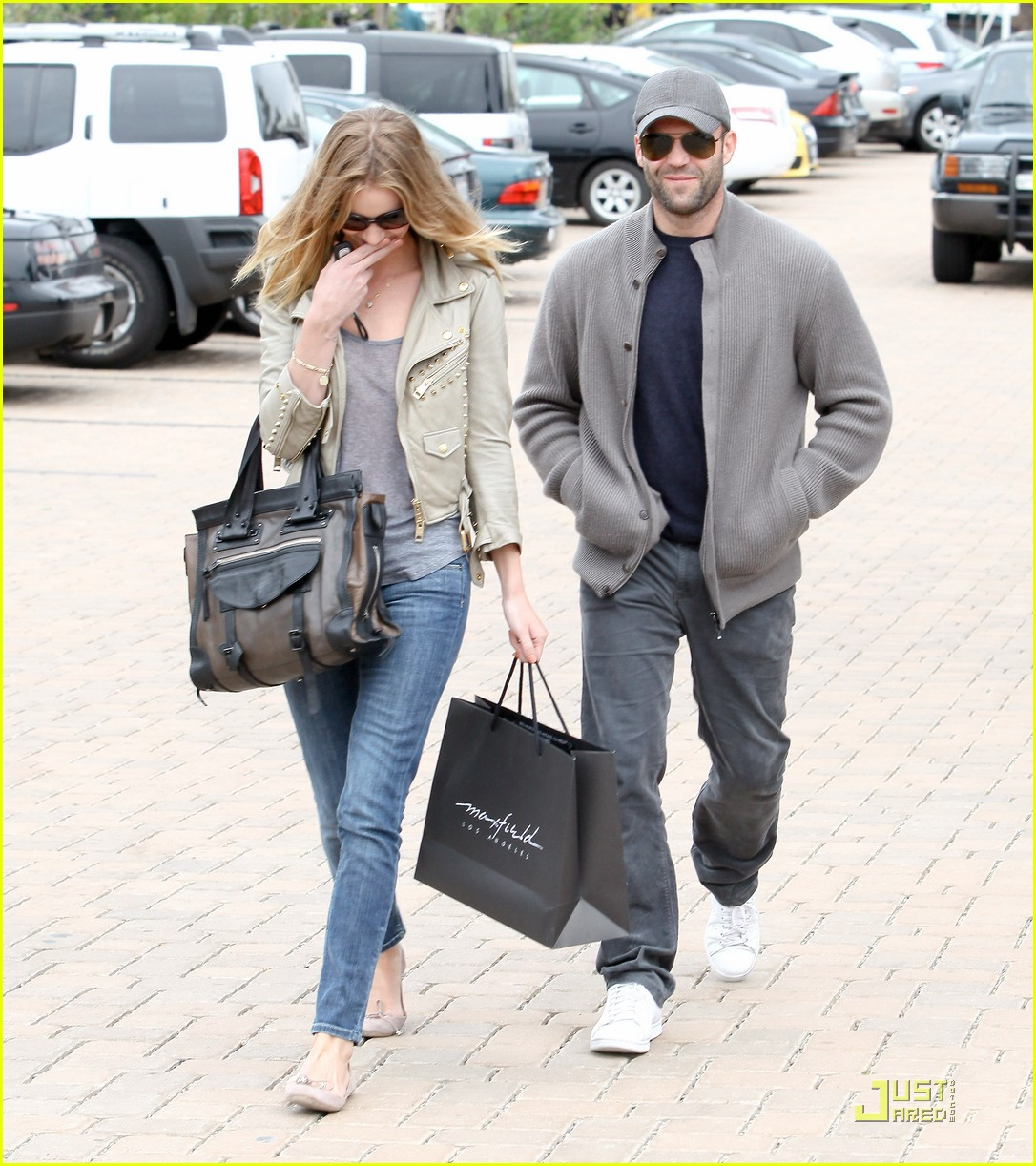 rosie huntington whiteley shopping day with jason statham 012528867