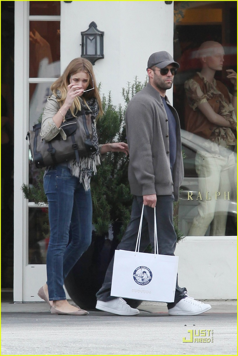 rosie huntington whiteley shopping day with jason statham 062528872