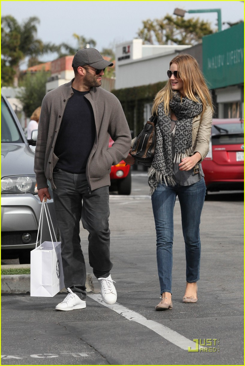 rosie huntington whiteley shopping day with jason statham 072528873